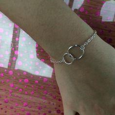 Bracelet avec deux anneaux différents