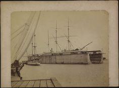 Baai van Batavia, het dok met het koopvaardijschip. Dutch clipper ship 'Kosmopolite III', Jakarta, Indonesia