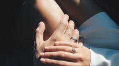Одно целое. Мужская рука с обручальным кольцом - это безумно красиво.