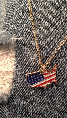 Looking to accessorize for Memorial Day? This American Flag Pendant Necklace will do the trick. #heirloomfinds