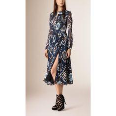 Burberry Tie-dye Print Silk Crepe de Chine Dress ($2,800) ❤ liked on Polyvore featuring dresses, cutout dress, pink cutout dress, tie dye dress, silk dress et yoke dress