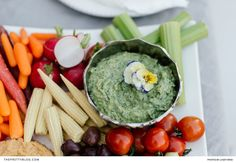 Lasting for up to 2 days in the fridge, this avocado dip is an ideal complement to a crudité platter, packed with veggies, cold meats and cheeses. Avocado Ranch, Avocado Dip, Crudite Platter, Easy Meals, Simple Meals, Ranch Dip, Meat And Cheese, Party Snacks, Dips