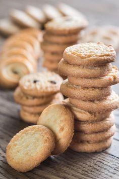 Diese Weihnachtsplätzchen sind was Besonderes   BRIGITTE.de Christmas Cookies, Merry Christmas, Xmas, Organic Matter, Biscotti, Food And Drink, Baking, Dinner, Breakfast