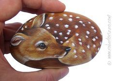 Sweet Fawn Painted on a sea stone (fr) Rock Painting Art by Roberto Rizzo Pebble Painting, Tole Painting, Pebble Art, Stone Art Painting, Garden Painting, Diy Painting, Painted Rock Animals, Hand Painted Rocks, Painted Stones