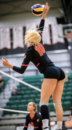 Female Volleyball Players, Women Volleyball, Volleyball Team, Beautiful Buns, Beautiful Yoga, Beautiful Women, The Weeknd Poster, Cheerleader Images, Yoga Pants Girls