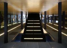 U p s i d e  d o w n  @tate #architecture #lightpath #linesoflight #symmetry