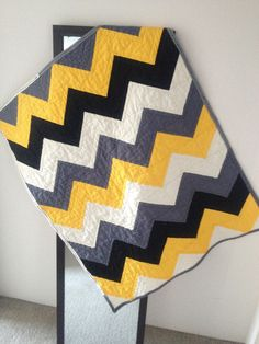 chevron quilt ( jess you should mmake this for your quilt in your room!) the yellow grey black and white look awesome i lvoe it!