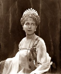 Queen Marie of Romania, née Princess of Edinburgh and Saxony-Coburg-Gotha wearing The Romanian Massin Tiara. Royal Tiaras, Tiaras And Crowns, Royal Crowns, Maud Of Wales, Romanian Royal Family, Royal Jewelry, Jewellery, Royal House, Queen Mary