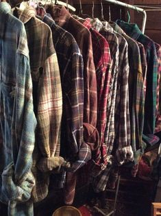 rustic wedding 623607879641703467 - Bulk Bride and Bridesmaids getting ready…soft and comfy vintage Flannels Collection…Bridesmaids flannels and that special Bride… Source by echoscreams Neo Grunge, Hipster Grunge, Grunge Style, Soft Grunge, Grunge Hair, Bridesmaid Get Ready Outfit, Bridesmaid Getting Ready, Bridesmaid Gifts, Wedding Bridesmaids