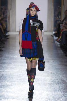 Versace Fall/Winter 2018-2019 READY-TO-WEAR Fashion Show