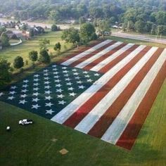 Patriotic Lawns and Landscapes on Independence Day, Fourth of July: See how they do patriotic landscape design for the holiday of July American Pride, American Flag, American History, American Freedom, American Spirit, American Soldiers, I Love America, God Bless America, America 2
