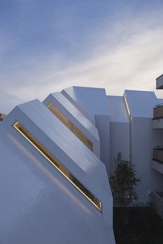 hkl studio : Asahicho Clinic - ArchiDesignClub by MUUUZ - Architecture & Design Minimal Architecture, Space Architecture, Amazing Architecture, Contemporary Architecture, Architecture Details, Architecture Interiors, Modern Exterior, Exterior Design, Design Clinique