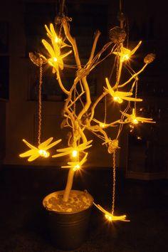 Vaateviidakko: Lasikukkia oksilla Diy Decoration, Handmade Decorations, Reuse, Incense, Recycling, Chandelier, Ceiling Lights, Home Decor, Diy Decorating