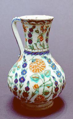 Iznik ceramic pitcher with flower decoration from ca. 1560–1570 (Louvre Museum, Paris)