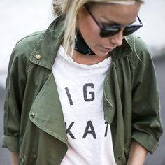 Entre teinte kaki parfaite et coupe légèrement oversize, cette veste militaire a tout bon ! (blog Happily Grey)