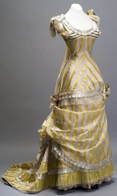 Evening dress unknown country Silk, gold thread, lace, silk braid and silk flowers Museo de Historia Mexicana Vintage Outfits, Vintage Gowns, 1870s Fashion, Edwardian Fashion, Antique Clothing, Historical Clothing, Historical Dress, Beautiful Gowns, Beautiful Outfits