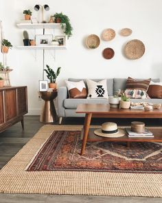 What can you highlight from a modern decoration? The furniture? The decoration? One thing for sure about the modern decoration is, it has the simple lining. Even though the decoration might be noisy, yet the lining of the… Continue Reading → Boho Living Room, Living Room Decor, Barn Living, Bedroom Decor, Decor Room, Living Room Vintage, Country Living, Gray Couch Living Room, Budget Bedroom