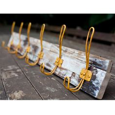 Industrial rustic hand-made wooden coat hanger with 6 vintage yellow metal hooks on white-wash finish recycled timber. Coat hangers also have two hooks on back for hanging, this is a great addition to any home. The following variations are available for all of our recycled timber coat hangers: Timber backing: Rustic Natural or White-Wash Finish [...]