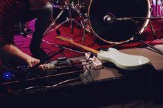 Luca Poldelmengo, Mr Kite - Arci Area di Carugate (MI) 10.12 // Fotografie di Chiara Arrigoni del duo musicale Before Bacon Burns  #area #arci #rock #music #milan #mrkite #voice #guitar #fender #pedalboard
