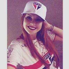 """833 curtidas, 15 comentários -  L u a n a  (@luana_oliveira7) no Instagram: """"A última porque fiquei iludida com a goleada de hoje  #spfc⚫️⚪️"""""""