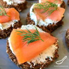An easy to make appetizer, ready in minutes! Smoked Salmon, dill cream cheese on rye bread rounds (or pumpernickel). This simple 4 ingredients recipe is the perfect salmon canape for the holidays. Bread Appetizers, Easy To Make Appetizers, Finger Food Appetizers, Appetizer Recipes, Finger Foods, Appetizer Ideas, Vegan Appetizers, Holiday Appetizers, Party Recipes