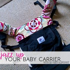 Slipcover / bib / drool guard for your baby carrier (Ergo). Free PDF sewing pattern and tutorial.