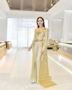 Thai Traditional Dress, Traditional Outfits, Thai Wedding Dress, Khmer Wedding, Thai Brides, Thai Fashion, Ceremony Dresses, Thai Dress, Saree Styles