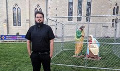 Christ Church Cathedral in Indianapolis put a cage around a nativity scene on their front lawn to protest Trump's immigration policies. Trump Immigration, Trump Protest, Child Separation, Jesus Mary And Joseph, Church Stage, Racial Equality, Social Justice, Human Rights, Nativity