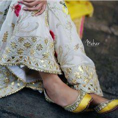 @manidrehar❤ Pakistani Dress Design, Pakistani Outfits, Indian Outfits, Embroidery Suits Punjabi, Embroidery Suits Design, Zardozi Embroidery, Designer Punjabi Suits, Indian Designer Wear, Salwar Suits Party Wear