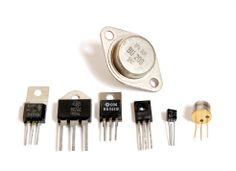 de elektriciteit was een enorme toepassing rond 1950 was bijna overal in Nederland elektriciteit. maar alles was heel groot de transistor zorgde ervoor dat je alles veel kleiner kon maken en dat was een grote doorbraak.