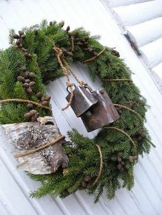 HANNAS: Julkrans - Love the birch bark embellishment with the cow bells Noel Christmas, Primitive Christmas, Country Christmas, Winter Christmas, Christmas Crafts, Christmas Greenery, Natural Christmas, Woodland Christmas, Simple Christmas