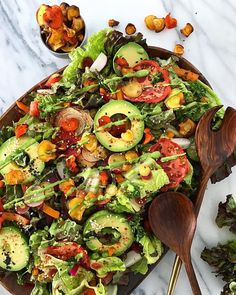 Avocado & roasted vegetables (@vanessavorbach)