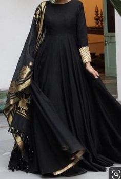 Simple Pakistani Dresses, Indian Gowns Dresses, Pakistani Dress Design, Designer Party Wear Dresses, Indian Designer Outfits, Kurti Designs Party Wear, Indian Outfits, Stylish Dress Designs, Stylish Dresses For Girls