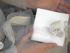 Tutorial partecipazione di nozze con boccioli di rosa in carta