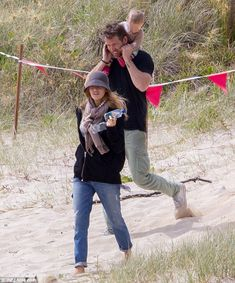 The best ride in the world: The actor carried his daughter on his shoulders...