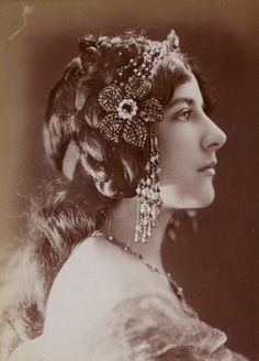 Astérie - In love with Art Nouveau - Belle Epoque - Century - The Pre-Raphaelite Brotherhood - Period Dramas and Literature Vintage Photos Women, Vintage Pictures, Vintage Images, Vintage Ladies, Belle Epoque, 1900s Fashion, Vintage Fashion, Evelyn Nesbit, Court Dresses