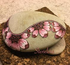 The first stone this year ❤️ #malpåsten#sten#stones#paintedstones#stenelene#rockpainting#rocks#pink#flowers#flowerpower#thisiswhatido#thisiswhatilove