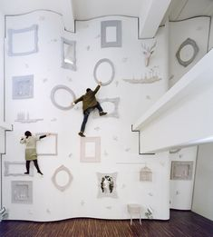 Ever want to jump into the story Alice in Wonderland? Now you can at ILLOIHA fitness club, Tokyo. This climbing wall designed by Nendo gives people a truly unique climbing experience.