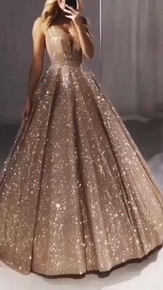 Prom Dress With Train, Stunning Prom Dresses, Sparkly Prom Dresses, Prom Girl Dresses, Pretty Prom Dresses, Unique Prom Dresses, Sweet 16 Dresses, Gala Dresses, Formal Evening Dresses