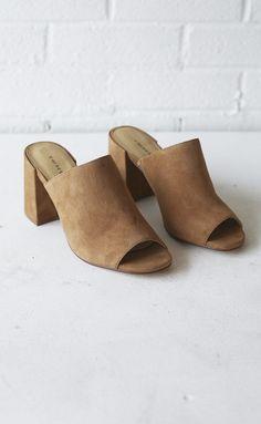 ONLINE EXCLUSIVE chinese laundry: sammy suede block heel