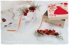 Haarschmuck und Hochzeitsdeko im gleichen Stil. http://de.dawanda.com/product/86662339-haarkamm-hochzeit-haarschmuck-beerenherz