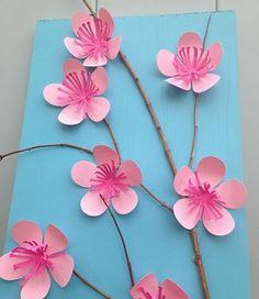 activité manuelle printemps maternelle, une branche d'arbre décorée de petites fleurs rose en papier, petits enfants bricolage
