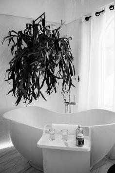 L'une de nos pièces préférées chez nous : la salle de bain. Envie de la rénover et de faire des travaux ? Inspirez-vous des dernières tendances que nous avons sélectionnés pour vous. Demandez un devis gratuit, nous vous mettrons en relation avec le professionnel qu'il vous faut pour faire la salle de bain de vos rêves ! #salledebain #maison #travaux #devis #douche #baignoire