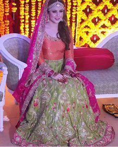 Color Selection For Mehndi Dress Based On Color Wheel & Expert Opinion Pakistani Mehndi Dress, Indian Bridal Lehenga, Pakistani Dress Design, Pakistani Dresses, Mehendi, Latest Bridal Dresses, Bridal Mehndi Dresses, Bridal Outfits, Mehndi Dress For Bride