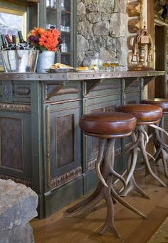 Rustic bar design is a bar designed without too many features that are modern, flashy or decorative. There are few essentials to use and a simple and quite plain style and you create a simple rustic bar. Wood is the… Continue Reading → Western Decor, Rustic Decor, Western Style, Western Bar, Sweet Home, Home Decoracion, Deco Originale, Interior Design Photos, Deco Design