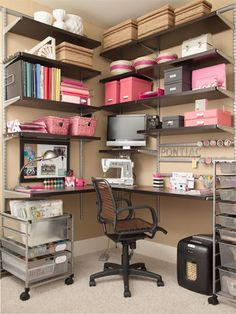 Organizing you desk! ....... I really really like this desk and all the shelves above it!!! Must have