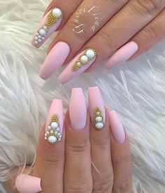 Fourth oval nails are one of the most common choice of ladys all around the world. This form is closest to the natural shape of the nail and the natural beauty and natural look is something that is always at a price.
