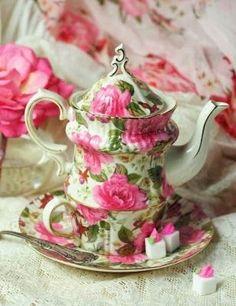 R o s e s tea set for one