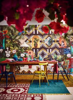 Channel the spirit of Mexico's iconic painter Frida Kahlo with dramatic strokes of vibrant colour, fancy fleurs and lush pattern. Mexican Style Homes, Mexican Style Decor, Mexican Interior Design, Mexican Designs, Spanish Interior, Bar Interior, Luxury Interior, Art Deco, Mexican Restaurant Decor