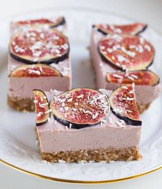 These raw figs sections are, gluten free and don't have any refined sugars. They're also completely vegan! A fresh, tasty and healthy dessert!